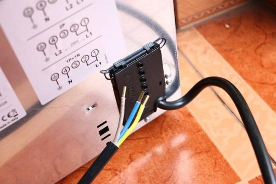dây điện của bếp